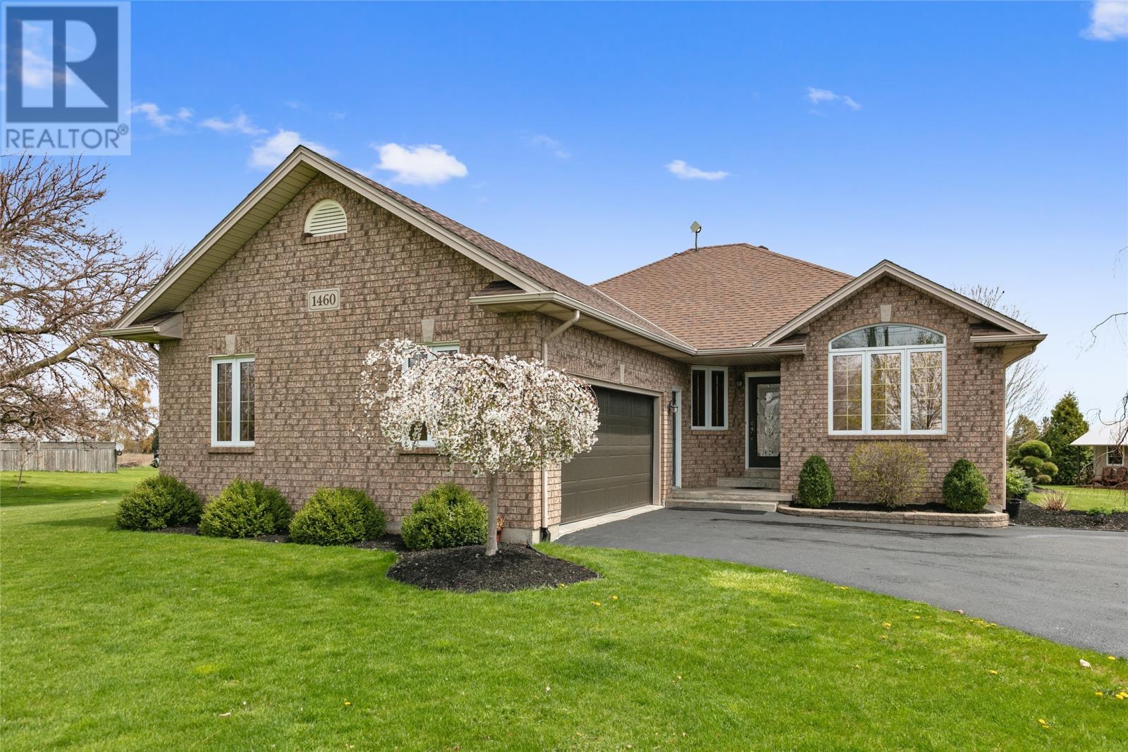 1460 Ridge Rd, Harrow Home For Sale!